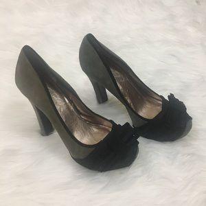 BCBG Paris gray suede heels sz 5 1/2